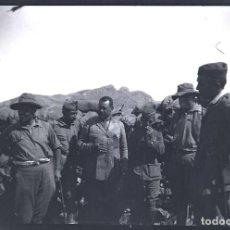Militaria: ANTIGUA FOTOGRAFIA EN NEGATIVO DE OFICIALES Y MILITARES DE LA LEGION DURANTE LA GUERRA DEL RIF, ORIG. Lote 140901842