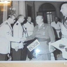 Militaria: DIVISION AZUL - FOTOGRAFIA FRANCISCO FRANCO CON DIFERENTES PERSONALIDADES EL MAYOR O COMANDANTE QUE. Lote 141294990