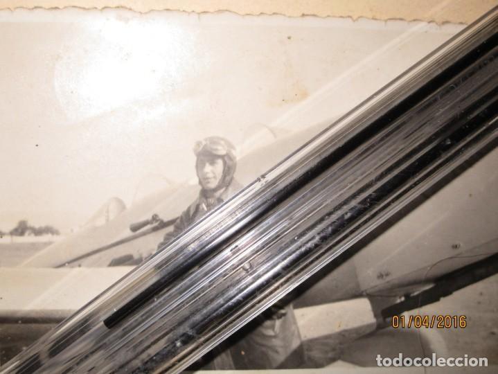 Militaria: AVIACION FAMILIA MILITAR DE CEUTA PILOTO CON SU AVION GUERRA CIVIL ESPAÑOLA FOTO ORIGINAL INEDITA - Foto 2 - 141449646
