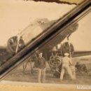 Militaria: FAMILIA MILITAR DE CEUTA AVION FRANCES PILOTO Y REGULAR ABASTECIENDO GUERRA CIVIL. Lote 141452190