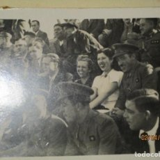 Militaria: CAPITAN Y OFICIALES EN PLAZA TOROS CEUTA FOTO COMBATIENTES DE GUERRA CIVIL. Lote 141529898