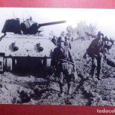 Militaria: FOTOGRAFÍA - II GUERRA MUNDIAL - SOLDADOS Y CARRO DE COMBATE - 10 X 15 CM.. Lote 141853478