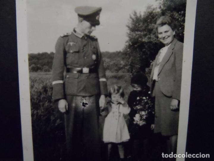 OFICIAL DE LA WEHRMACHT CONDECORADO CON SU FAMILIA. AÑOS 1939-45 (Militar - Fotografía Militar - II Guerra Mundial)