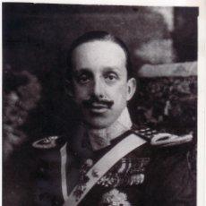 Militaria: FOTOGRAFIA DE ALFONSO XIII CON LA FIRMA ORIGINAL - FIRMADA - AUTOGRAFO - 8X13 CM. Lote 142225962