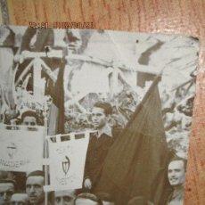 Militaria: FALANGUE FOTO INEDITA ORIGINAL GREMIOS FALANGE CNS CON MEDALLAS Y BANDERAS DE CADA SECTOR. Lote 143031658