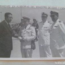 Militaria: GENERAL EJERCITO DE TIERRA Y OFIALES MARINA Y AVIACION ( DE BLANCO TODOS ) RECIBEN AL MINISTRO. Lote 143175766
