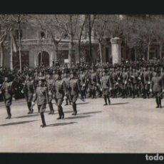 Militaria: DESFILE DE LA GUARDIA CIVIL. FOTOGRAFIA SUAREZ BARCELONA.AÑOS 40.POSTAL FOTOGRÁFICA SIN CIRCULAR.. Lote 143206622
