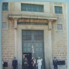 Militaria: REAL ORDEN DE SAN HERMENEGILDO : FOTO DE MILITARES CABALLEROS DE LA ORDEN. EL ESCORIAL. 12 X 18 CM. Lote 143879910