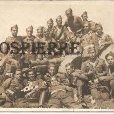Militaria: ANTIGUA FOTO-POSTAL, MILITARES EN BARCELONA, 1935, 9X13. Lote 143993106