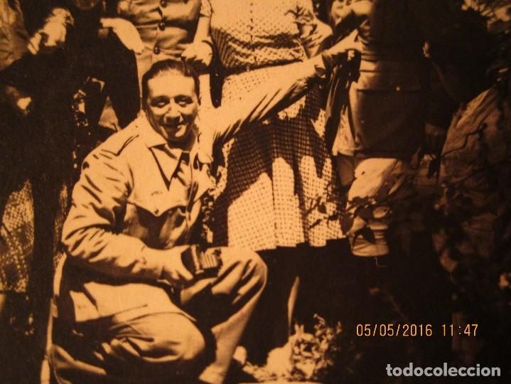 OFICIALES PLAZA TOROS CEUTA Y OFICIAL FOTOGRAFO FINAL GUERRA CIVIL CIRCA 1939 (Militar - Fotografía Militar - Guerra Civil Española)