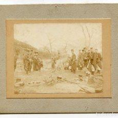 Militaria: GRUPO DE MILITARES PREPARANDO EL RANCHO, CIRCA 1910. Lote 145077838