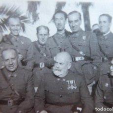 Militaria: FOTOGRAFÍA OFICIALES DEL EJÉRCITO NACIONAL. CEUTA MEDALLA MÉRITO MILITAR INDIVIDUAL. Lote 145434902