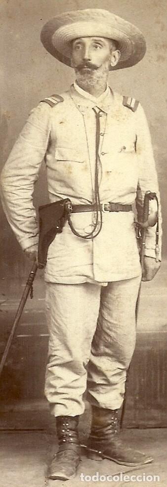Militaria: (XJ-190101)OFICIAL CAMPAÑA DE FILIPINAS - FOTOGRAFIA PERTIERRA (MANILA) - BASTON DE MANDO,SABLE Y PI - Foto 2 - 145493190