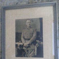 Militaria: FOTO ENMARCADA DEL GENERALÍSIMO FRANCISCO FRANCO , 39.5 X 31 CM. Lote 145616094