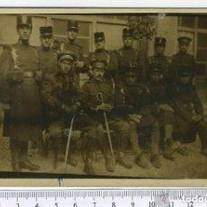 Militaria: FOTOGRAFIA MILITAR, OFICILES DEL AFONSO XIII, GUERRA DEL RIF, GUERRA DE MARRUECO, CON ROS Y ALAMARES. Lote 146019874