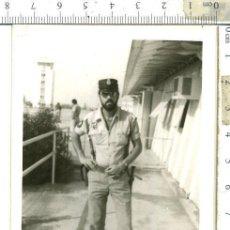 Militaria: FOTOGRAFIA DE POLICÍA TERRITORIAL DEL SAHARA CON TERESIANA EMBLEMAS EN EL PECHO ETC.. Lote 146141834