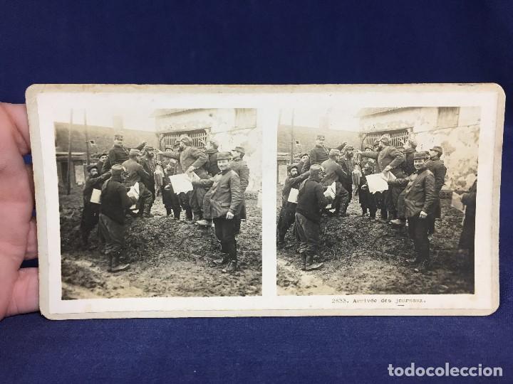 FOTOGRAFIA ESTEREOSCOPICA MILITAR SOLDADOS I GUERRA MUNDIAL FRANCIA ARRIVE DES JOURNAUX FOTO 2633 (Militar - Fotografía Militar - I Guerra Mundial)