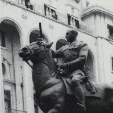 Militaria: ANTIGUA FOTOGRAFÍA ECUESTRE DE FRANCISCO FRANCO EN VALENCIA AÑOS 60. Lote 146366686