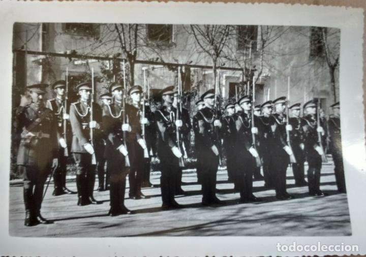 ACADEMIA SANIDAD MILITAR, PROMOCION BRIGADAS RINDIENDO HONORES DIA DE LA JURA EN VALVERDE 1954 (Militar - Fotografía Militar - Otros)