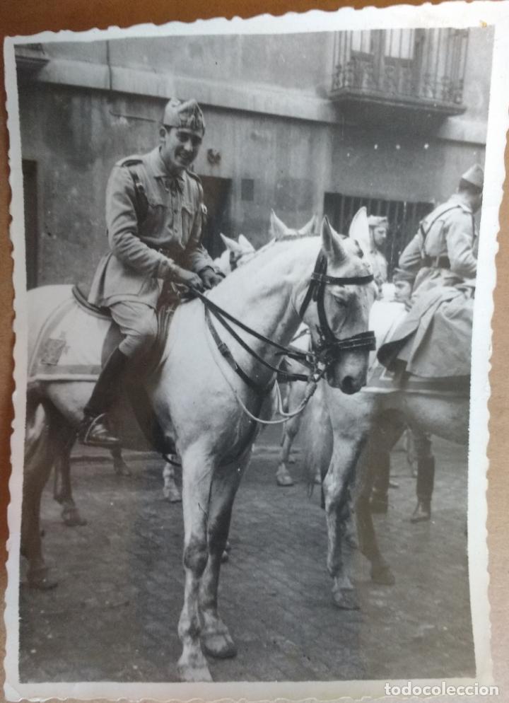 MILITAR A CABALLO, EN LA PRADERA. FOTO FILMS ZARAGOZA (Militar - Fotografía Militar - Otros)