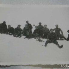 Militaria: FOTOGRAFIA PLENA GUERRA CIVIL, MILITARES NACIONALES, PRIMERA LINEA DEL FRENTE, MIDE 8,5 X 6,2 CMS. E. Lote 147039546