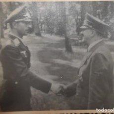 Militaria: HITLER ESTRECHANDO LA MANO A ADOLF GALLAND .AS DE LA AVIACION. ARCHIVOS DE LA URSS.. Lote 147382818