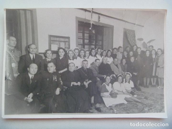 POST GUERRA CIVIL: MILITARES, GUARDIA CIVIL, FALANGE SECCION FEMENINA. CAPELLAN LEGION CONDECORADO (Militar - Fotografía Militar - Guerra Civil Española)