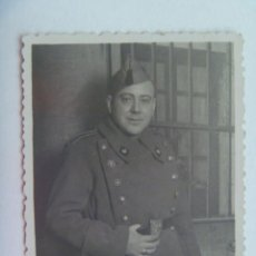 Militaria: FOTO DE MILITAR DE INTENDENCIA , 1947 . SEVILLA. Lote 147539058