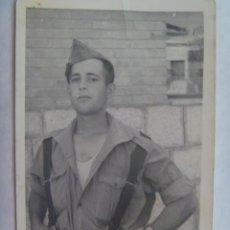 Militaria: FOTO DE MILITAR DESPECHUGADO , TIPO LEGIONARIO, CON GORRILLO.. Lote 147554538