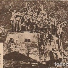 Militaria: TARJETA POSTAL EN EL IMPERIAL TROPAS ALIADAS CAPTURAN TANQUE A LOS ALEMANES -D-24. Lote 147837082