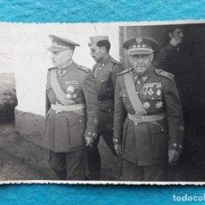 Militaria: FOTOGRAFÍA ANTIGUA DE MILITARES CON MEDALLAS.. Lote 147897106