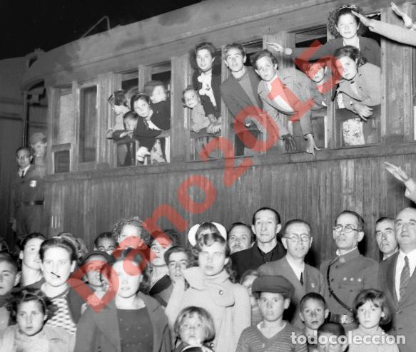 Militaria: Regreso de Niños despues de la Guerra Civil Española 1939 - Negativo de Cristal - Fotografia Antigua - Foto 2 - 148002654