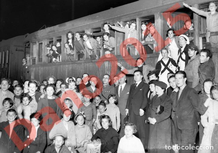 Militaria: Regreso de Niños despues de la Guerra Civil Española 1939 - Negativo de Cristal - Fotografia Antigua - Foto 3 - 148002654