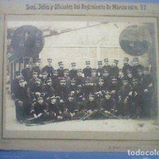 Militaria: REGIMIENTO MURCIA 37 SRES JEFES Y OFICIALES FOTO OCAÑA E HIJOS VIGO EPOCA ALFONSINA PRECIOSA . Lote 148193098