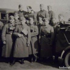 Militaria: SOLDADOS DE LA WEHRMACHT JUNTO HA TRANSPORTE MILITAR. AÑOS 1939-45. Lote 148653230