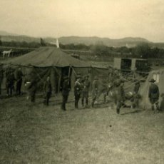Militaria: FOTOGRAFIA CAMPAMENTO MILITAR CON CHAMBERGO, TIENDAS DE CAMPAÑA. Lote 148690934