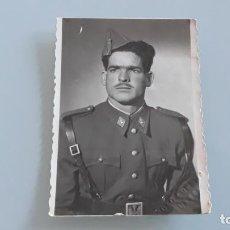 Militaria: ANTIGUA FOTOGRAFIA MILITAR SOLDADO REGIMIENTO ARTILLERIA HUESCA FOTO LUESMA HUESCA AÑOS 50. Lote 148778550