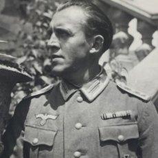 Militaria: FOTOGRAFÍA OFICIAL MANDO ALEMÁN NAZI CONDECORADO FECHADA EN 1942 MILITAR ASALTO INFANTERÍA. Lote 149565410