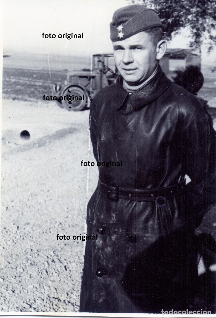 PILOTO OFICIAL LEGION CONDOR JUNTO AERODROMO GUERRA CIVIL (Militar - Fotografía Militar - Guerra Civil Española)