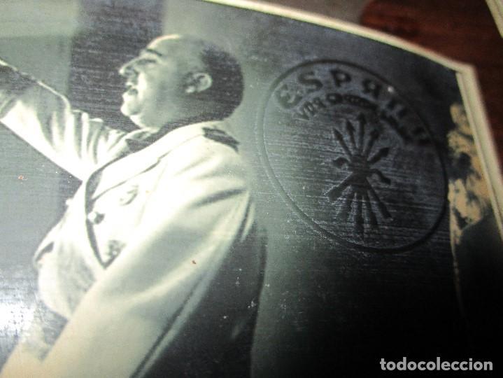 Militaria: SALUDO DE FRANCO RELACION FOTOS CON EMBLEMA FALANGE TROQUEL FLECHAS DE ESPAÑA - Foto 2 - 149794282