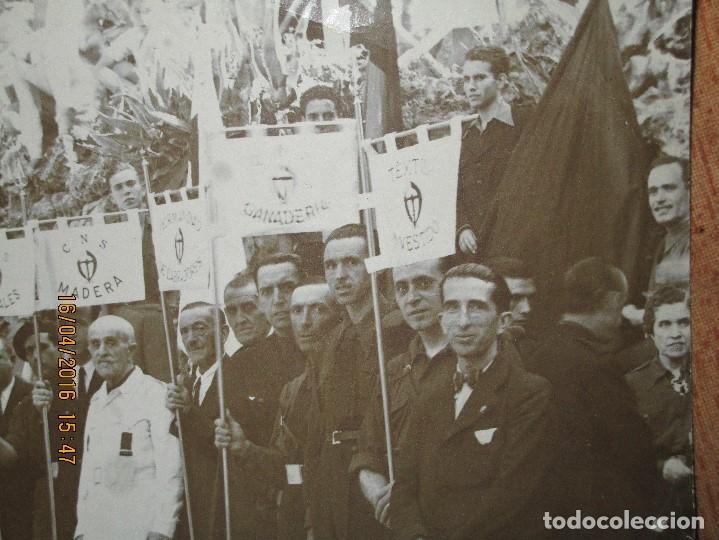 Militaria: FALANGUE FOTO INEDITA ORIGINAL GREMIOS FALANGE CNS CON MEDALLAS Y BANDERAS DE CADA SECTOR - Foto 3 - 143031658