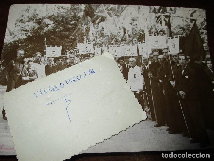Militaria: FALANGUE FOTO INEDITA ORIGINAL GREMIOS FALANGE CNS CON MEDALLAS Y BANDERAS DE CADA SECTOR - Foto 2 - 143031658