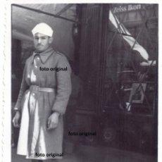 Militaria: FOTO SOLDADO MARROQUI DE PASEO POR CIUDAD ZARAGOZA LEGION CONDOR GUERRA CIVIL. Lote 150556558