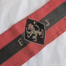 Militaria: BRAZALETE BORDADO DEL FRENTE DE JUVENTUDES, LEÓN EN AMARILLO. Lote 150579178