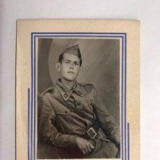 Militaria: MILITAR ESPAÑOL. SOLDADO REGULAR DESTINADO EN ALAYOR (MENORCA) FOTOGRÁFIA ORIGINAL (H.1940?). Lote 151042614