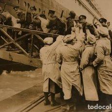 Militaria: SOLDADOS CANADIENSES EMBARCANDO EN EL OLMPYIC. FOTOGRAFÍA 16,7X12 CM. Lote 149323850