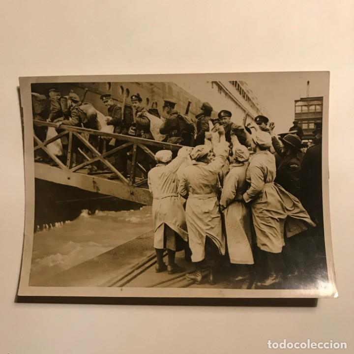 Militaria: Soldados canadienses embarcando en el Olmpyic. Fotografía 16,7x12 cm - Foto 2 - 149323850