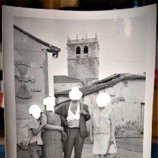 Militaria: FOTO ORIGINAL DE RIAZA SEGOVIA CON SIMBOLO FRANQUISTA AÑOS 60 Y VISTA IGLESIA DE NTRA SRA DEL MANTO . Lote 151336586