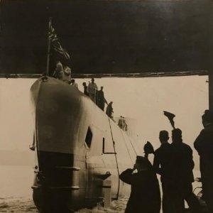 El rearmamento naval de Inglaterra. Submarino 15,2x20,2 cm