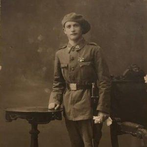Fotografía antigua de un Soldado. Militar. 13,7x8,7 cm